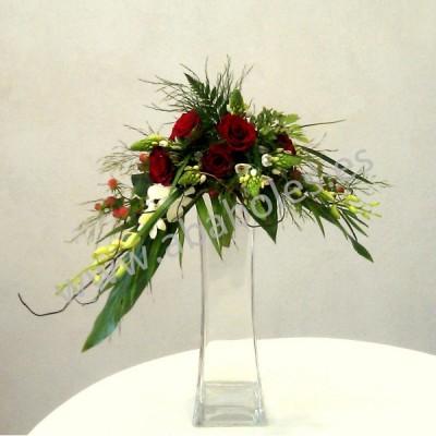 Ramo con caída de Rosas y Orquídeas