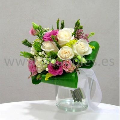 Bouquet de Rosas blancas y Lisianthus