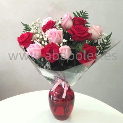 12 Rosas Rojas y Rosas de tallo corto