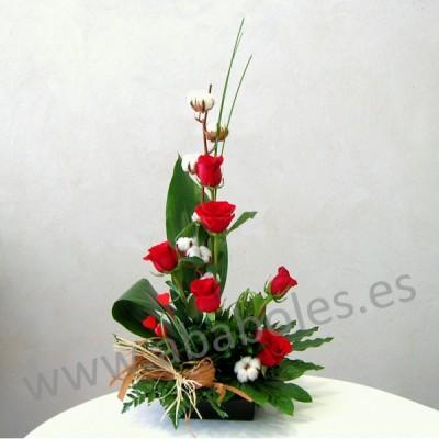Centro vertical de Rosas Rojas y Algodón